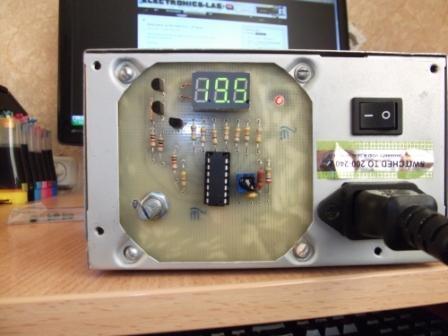 PIC12F675.  Вольтметр на PIC16F676.  Светодиодные RGB световые эффекты.