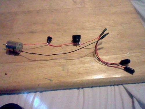Провода соединяют элементы цепи