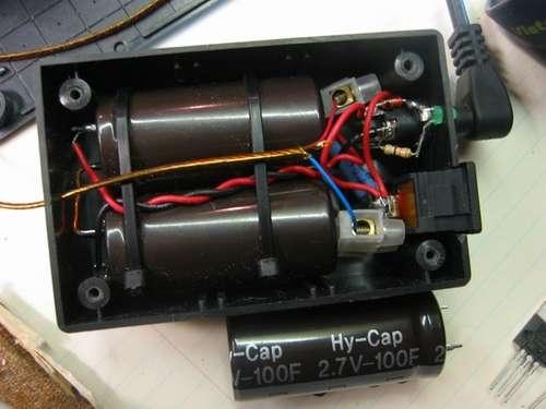 Корпус с конденсаторами и другими элементами