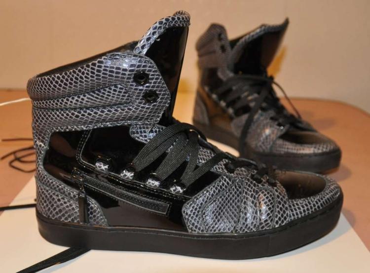 Скоро эти кроссовки обзаведутся подсветкой из неона