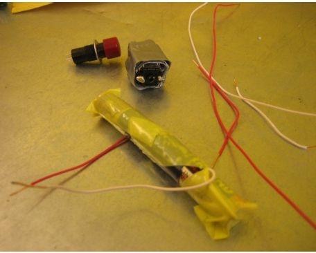 Батареи можно соединить вместе и без специального отсека