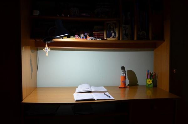 Светодиодный светильник над столом
