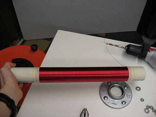 Обмотка трансформатора Тесла готова к покрытию краской