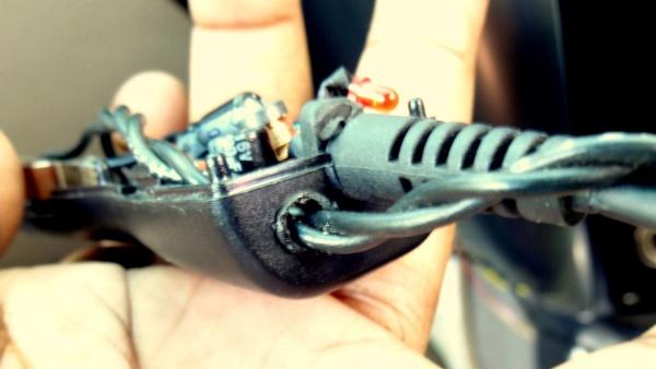 Вскрываем зарядное устройство