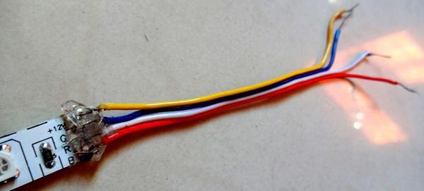Провода припаяны к светодиодной ленте