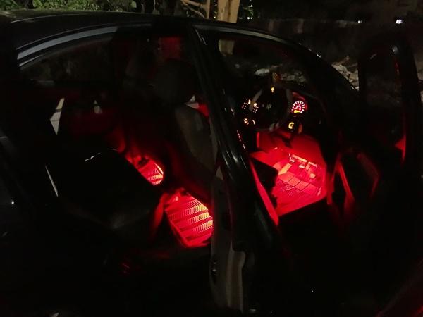 Подсветка красного цвета снаружи